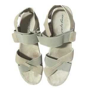 NEW! Tan Easy Spirit Sandals  11M